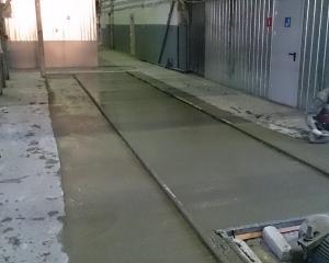 Бетонирование рельс пути бетоноукладчика